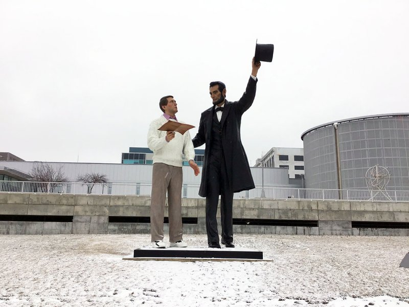 Giant sculpture swap - 'American Gothic' Peoria-bound as 'Abe' comes home to Springfield